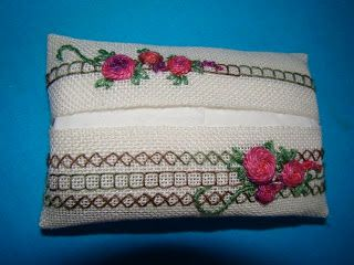 Dutch language freebie for an embroidered  tissue case