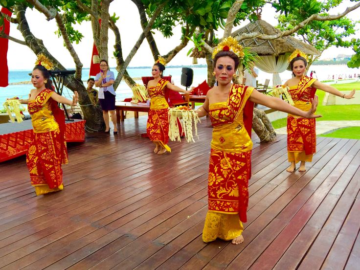 Panyembrama Dance - Balinese Welcome Dance by Staff