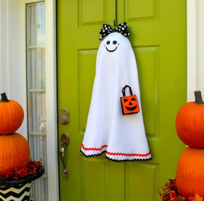 Diy ghost door decor