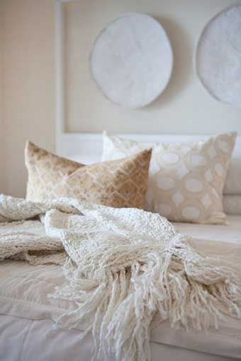 Michele Throssell Interiors > Beach house > Laid back, casual, comfortable textured interiors > Interior design > peaceful calm neutral interior > chunky knit throw