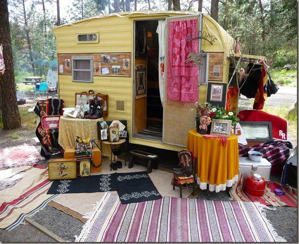 Portable vintage pop up shop ! Farm Chicks booth