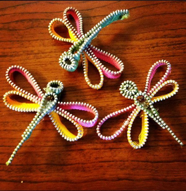 These zipper dragonflies are so simple and fun to make. Cool Zipper Crafts, http://hative.com/cool-zipper-crafts/,