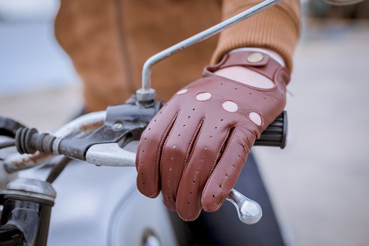 Close up of Dents tan Delta driving gloves by men's fashion blog Comme Un Camion.