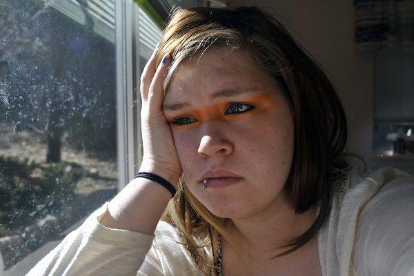 """Ze durfde er lang niet over te praten. Kim Bosman (24) gebruikte jarenlang muntthee. """"Mijn leven werd een leugen. Ik ging eraan kapot"""", zegt Kim in een openhartig interview. Kim kwam voor het eerst met muntthee in aanraking via een vriendin. """"We zaten op een terrasje en zij dronk muntthee. Het zag er zo onschuldig uit. Ik wilde het ook [...]"""