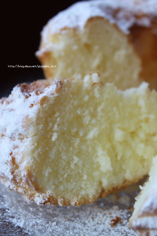 밀가루도 없이버터도 없이 가볍게.............................더욱 가볍게 만든 케익입니다.이탈리아 사람들도 버터가 들어간 케익을 좋아하지만...건강을 생각하는 사람들은 버터대신~또는 밀가루 대신~건강한 먹거리를 찾는 요즘,슈라도 가족의 건강을 위해 만들어본 염마표 간식입니다.여름에 먹으면 더욱 좋은 가벼운 케익을 만들어 봅니다...밀가...
