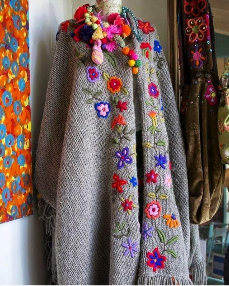 Kış geldi peki kışlıklar hazır mı? Bu pançoya bayılıyorum yaa  Geçen sene paylaşmıştım bu sene de paylaşayım dedim ♥️ Keyfiniz nasıl arkadaşlar? .  .  .  .  .  .  .  .  .  .  .  #knitting #crochet #crochetaddict #crochetlove #handmade #вязание #crochetersofinstagram #örgü #ganchillo  #crocheting #yarn #örgümodelleri #motif  #blanket #amigurumi