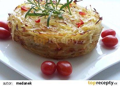 Gratinované bramborové nudličky s česnekem, rozmarýnem a šlehačkou recept - TopRecepty.cz