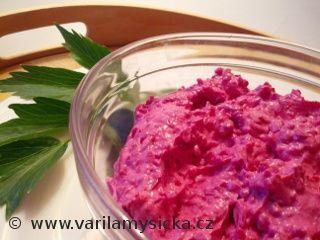 Recept na netradiční pomazánku, jak barvou, tak chutí