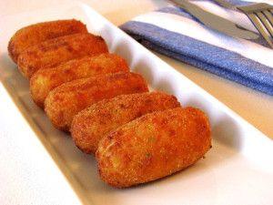 Croquetas de pollo - Chicken croquettes, delicious Spanish tapa