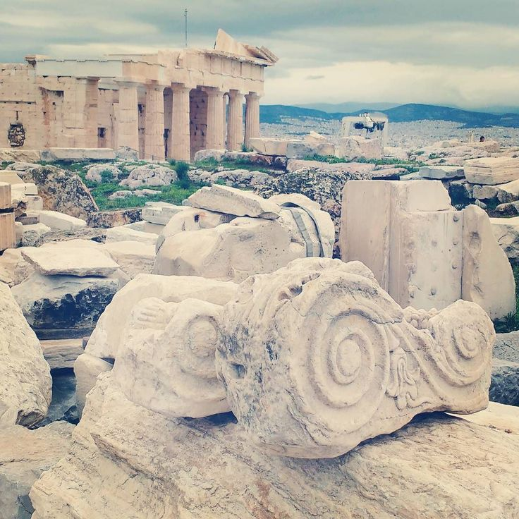 As a service for visitors the greeks are begining to deconstruct the historic buildings of the acropolis and made them more visible by laying the more interesting parts on the ground. #greece #griechenland #athens #athen #acropolis #akropolis #historicsite #sightseeing #monument #parthenon #erechteion #buildings #architecture #travel #cruise #reisen #kreuzfahrt
