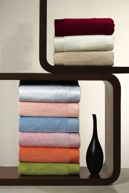 Delikatność i miękkość ręczników kąpielowych MICRO COTTON jest gwarancją najwyższej jakości. Ręczniki kąpielowe z mikrobawełny mają większą chłonność, lepiej zachowują kolory i łączą w sobie najlepsze właściwości bawełny.  Włókna z mikro bawełny mają większą chłonność i lepiej zachowują kolory, co oznacza, że ręczniki pozostaną takie same nawet po długim czasie, a co więcej, ręczniki te bardzo szybko schną