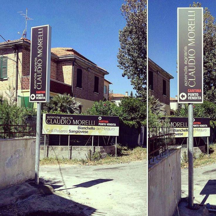 Azienda agraria Claudio Morelli - Installazione totem bifacciale su palo.  #installazione #totem #bifacciale #insegna #insegne #pubblicità #pesaro #fano #adigital #stampa #digitale #dibond #digitalart #advertising #madeinitaly
