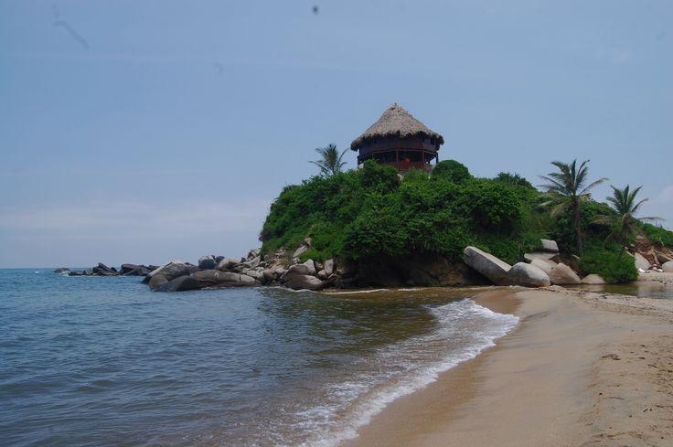 Bohio ubicado en la playa del Parque Nacional Natural Tayrona. #Destino #turistico #colombia