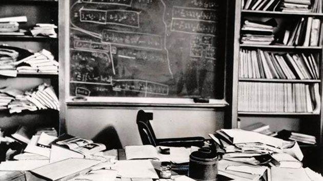 το γραφείο του Άλμπερτ Αϊνστάιν λίγες ώρες μετά τον θάνατό του