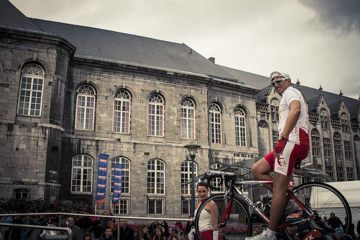 Cycliste au Fêtes de Wallonie à Liège