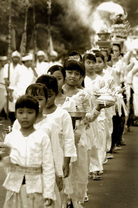 BALINESE CEREMONY by simplyoga on Trek Earth. Kuningan Day ceremonial procession in Mas, near Ubud, Bali, Indonesia. Photo copyright Yoga Raharja.