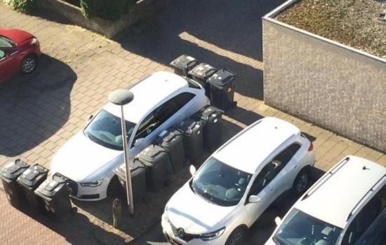 LOL! Vuilnismannen trollen Audi in Enschede