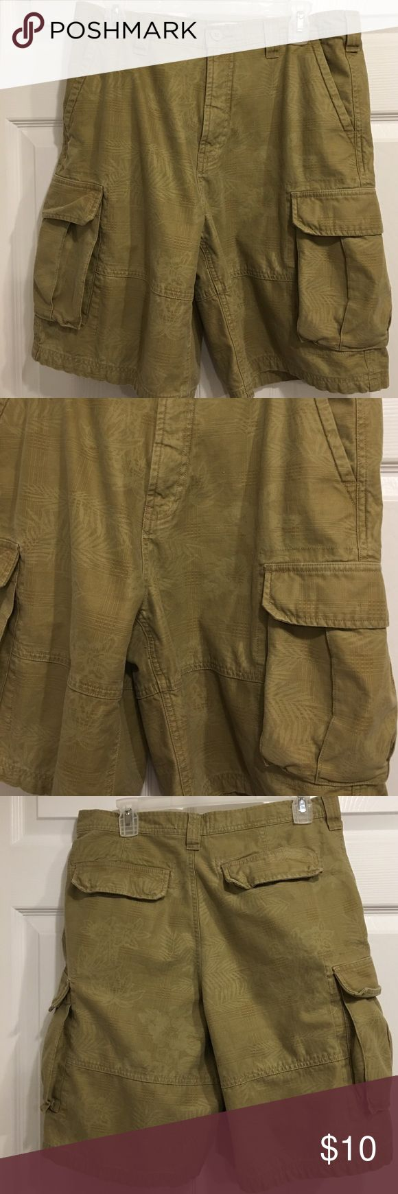 Men's Faded Glory Shorts size 32 Men's faded glory Shorts excellent condition size 42. 100% cotton lots pockets. Color is a greenish tan army color Faded Glory Shorts Cargo