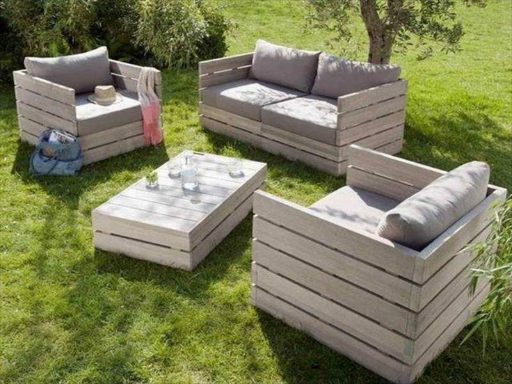 salon de jardin en palette : fauteuil, table basse et canapé