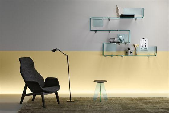 'Foulard' Shelf in curved 10 mm-thick transparent glass. Chromed metal bracket.