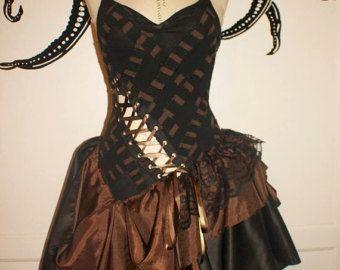 Robe de mariée steampunk  robe fantaisiste Merlot par PatchedJester