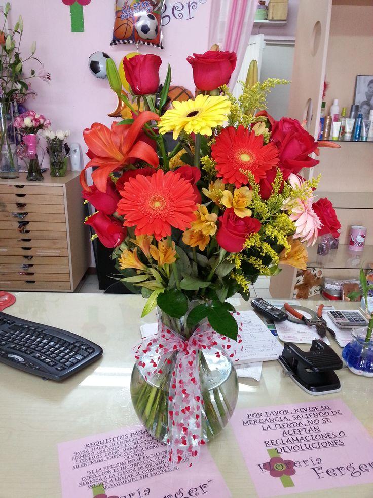 hermosas rosas rojas con gerberas combinadas!!!