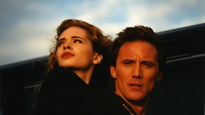 Adrienne Shelly and Robert John Burke in The Unbelievable Truth