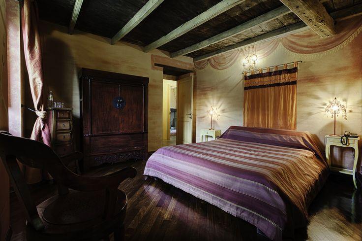 Le camere di Borgo Casale sono ospitate nelle logis dell'antico borgo. Tutte diverse, sono arredate in stile provenzale e ispirate a un'emozione particolare.