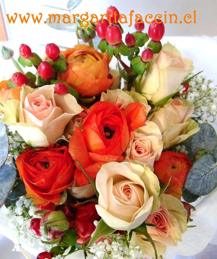 Mini rosas, Ranunculos e hipericum