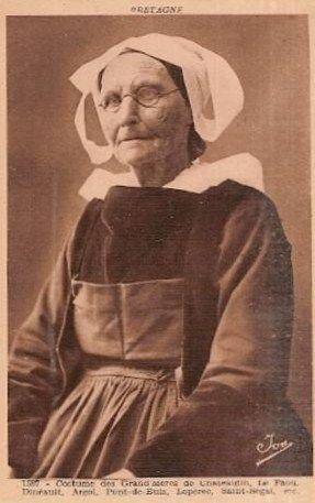 Costume des grands mères de chateaulin Le Faou Dineault Argol Pont de Buis