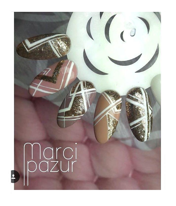Piękności od @marcipazur Wykonane z pomocą Platinum Exclusive Gold - https://ysbeauty.pl/exclusive-platinum-gold  i Art White gel - https://ysbeauty.pl/uv-gel-art-white #LeVole #beautyservicepl #paznokciezelowe #paznokcie #ysbeauty #paznokcie