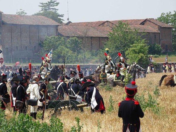 Ad Alessandria è stata rievocata la storica #BattagliadiMarengo facebook.com/crpiemonte/pho… #Napoleone #ILikePiemonte