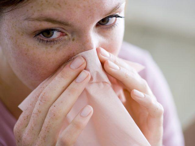 Как правильно останавливать кровотечение из носа?