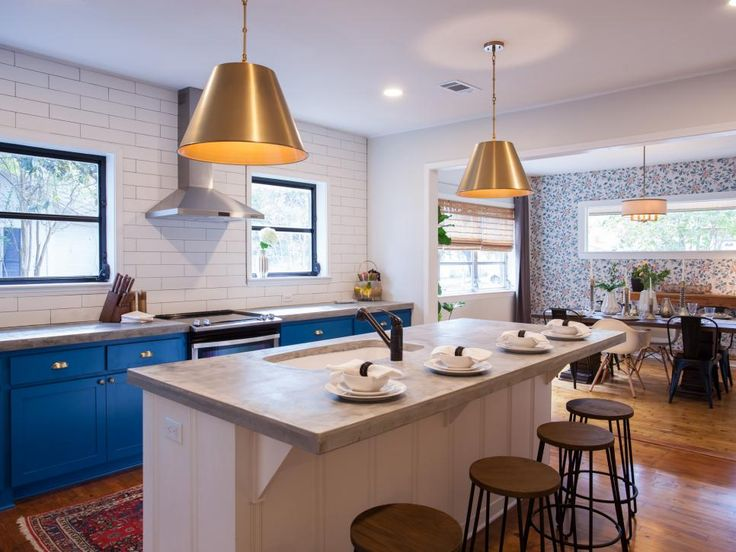 Erin and Ben Napier help a returning resident and her family transition from the city lights of Chicago back to small-town living in Mississippi. For their new home, a 1955 bungalow with modern era features is brought back from disrepair and given a fresh and vibrant look.