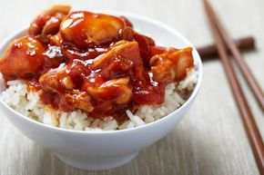 Sweet and Sour Chicken was always my favourite dish when ordering a Chinese Takeaway.. so this is one of my favourite Fakeaway recipes. Perfect over rice and served with some Slimming World …