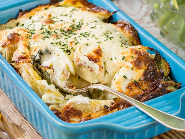 Bästa receptet på potatisgratäng hittar du här. Hemligheten är färskost och crème fraîche för en fräsch krämighet – och såklart vällagrad ost!