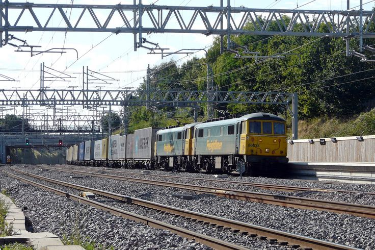 Tamworth Low Level | by BarkingA pair of Freightliner Class 86 Bo-Bo electrics nos. 86638 and 86621 (in multiple) head 4L92 14.03 Ditton - Felixstowe through Tamworth. 19th August 2009Bill