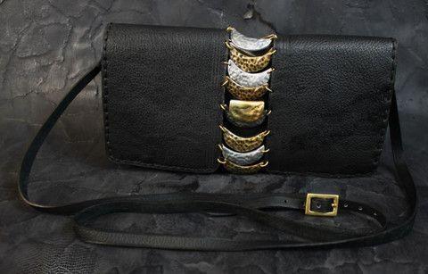 Brass Crescent Portfolio – Noor Design Vollständig handgefertigte Taschen aus feinstem Leder, Schmuck, Accessoires und Leuchten aus Messing und versilbertem Messing www.noor-design.me