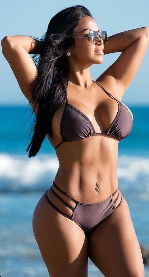 99c575509d Girls in Bikinis