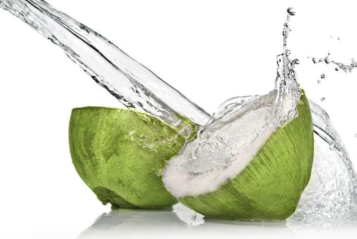 Beneficios del agua de coco - http://www.mujercosmopolita.com/beneficios-del-agua-de-coco.html