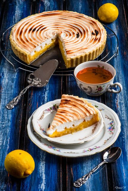 Lemon tart with meringue | Hungry Shots