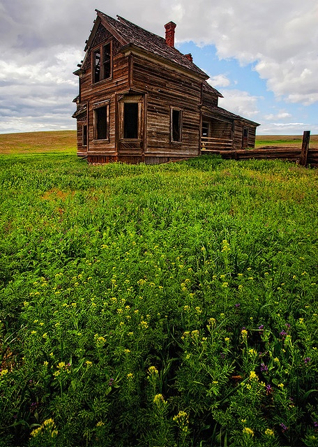 Abandoned home in Oregon.
