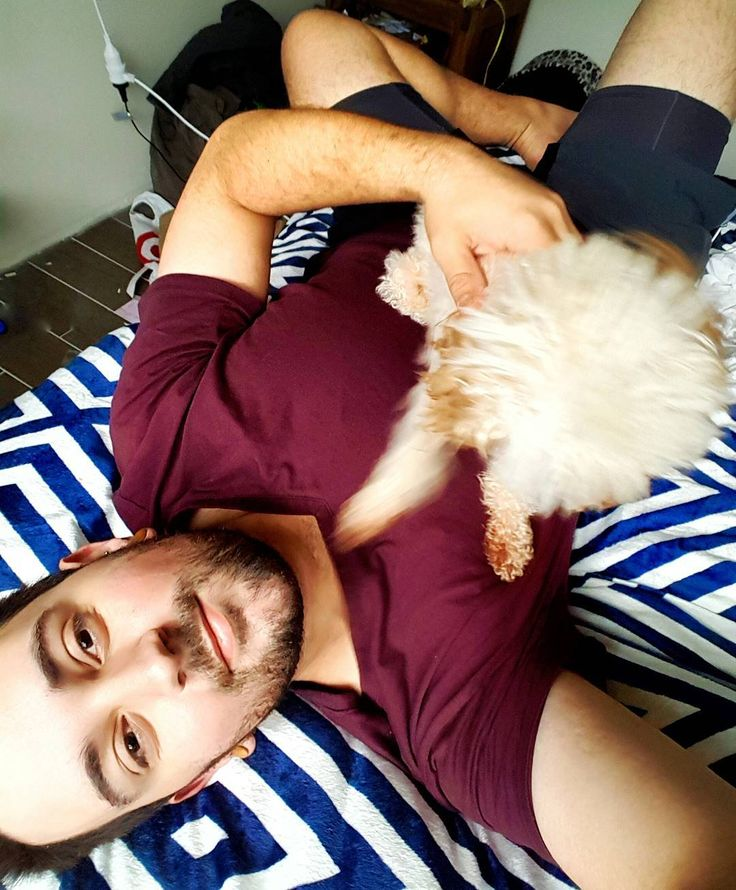 Domingo perezoso con la mejor amiga.             #brisbane #australia #winter #selfie #puppy #poodle #gaybrisbane #gayaustralia #gayboy #gayusa #scruff #barba #beard #coffee #hairy #vscocam #vsco #gaynyc #nature #gaymexico #gaychile #gayespaña #gaybrasil #gayargentina #gaycolombia #gaylatino #bringtheboystogether