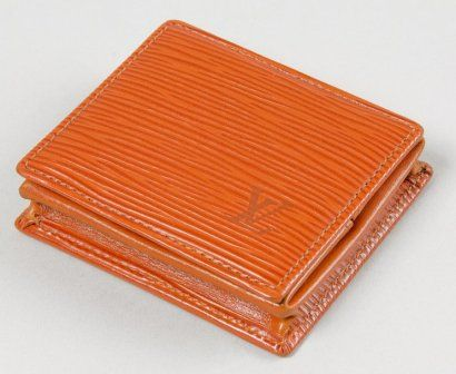 Louis VUITTON Porte monnaie boite en cuir épi gold.