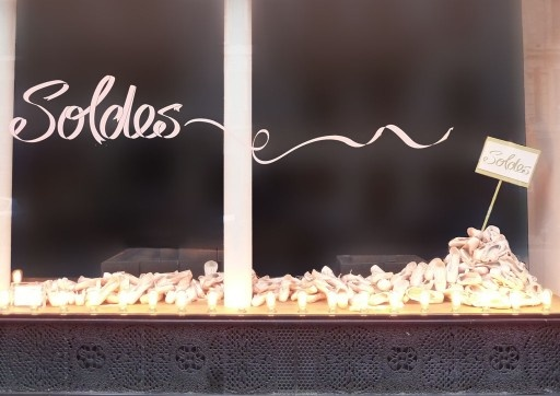 poetic-sale-repetto-2012_01-vitrine-soldes-512x362