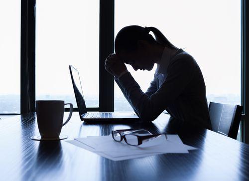 Unzufrieden im Job: Wie sag ich's dem Chef? | Morgens fällt es Ihnen schwer aus dem Bett zu kommen. Sie schleppen sich nur noch ins Büro. Die Arbeitstage ziehen sich unerträglich in die Länge. Und auch das Wochenende hilft Ihnen nicht dabei, sich zu erholen. Kurz: Sie sind unzufrieden im Job. Das kann vielfältige Gründe haben: das Arbeitsklima lässt zu wünschen übrig, Sie haben keinen guten Draht zu Ihrem Chef, Sie können sich nicht ...