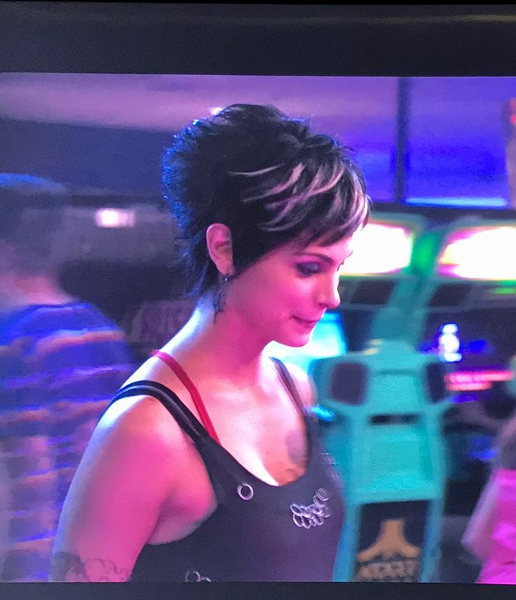 Morena Baccarin short hair in Deadpool