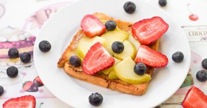 Recette de Pain perdu léger aux fruits pour petit déjeuner détox. Facile et rapide à réaliser, goûteuse et diététique.