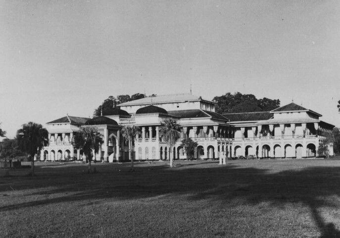 1945 -1960 Istana Maimun, Medan. Sumatra.
