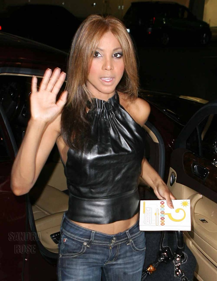 Toni Braxton ~ Look at that little waist! Size 0 ! wow!